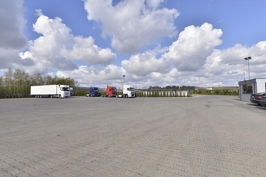 Parking strzeżony dla ciężarówek